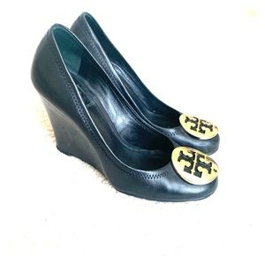 Tory Burch Sophie wedge in black and gold